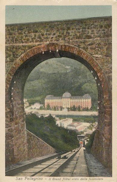 Il Grand Hotel (in lontananza)